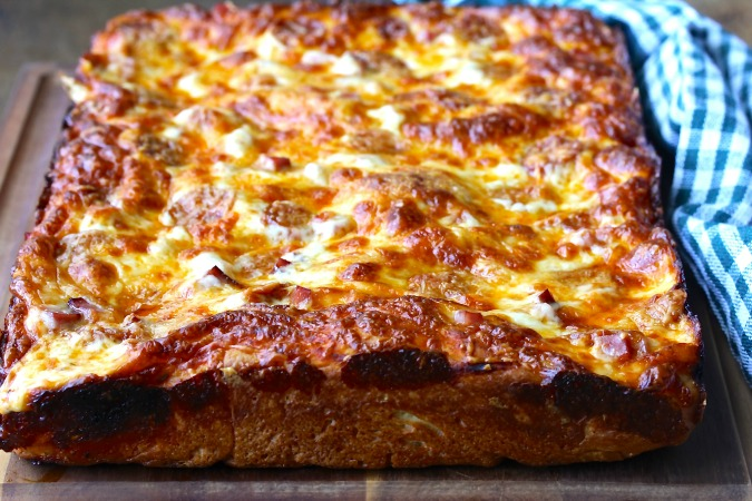 This No Knead Deep Dish Pizza is the perfect comfort food. The crust is crispy on the outside and soft on the inside.