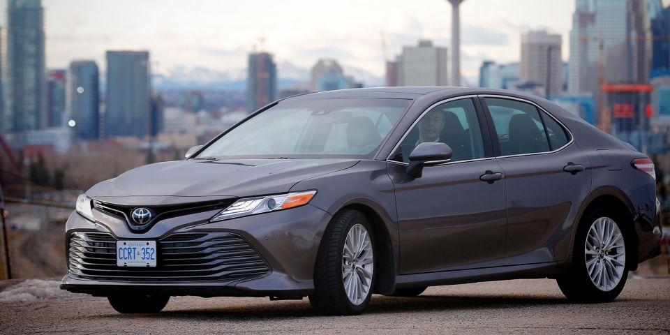2018 Toyota Camry Hybrid Sedan Review and Features