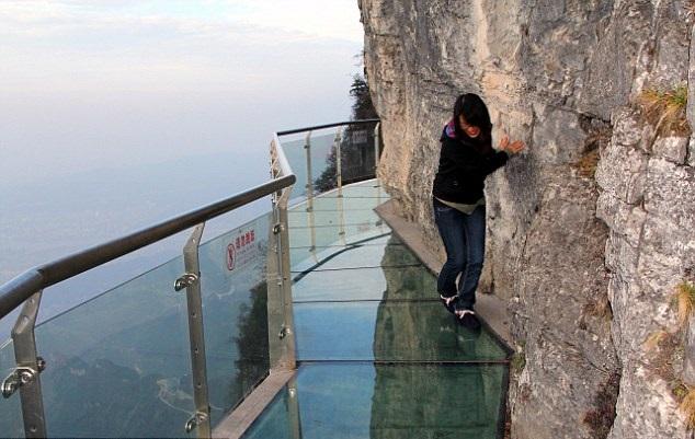 درب الزجاج المرعب في الصين