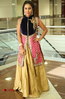 Telugu Actress Sri Reddy Mallidi Stills in White Beautiful Dress at Marriage Needs Bridal Fashion Week 2017 Logo Launch  0178.JPG