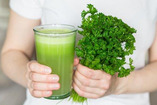 Jus naturel pour lutter contre les mauvaises odeurs du corps et de la bouche