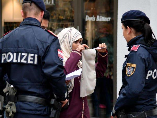 ऑस्ट्रिया में बुर्के और नकाब पर बैन, मुस्लिम समूहों ने की आलोचना