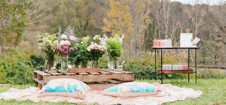 A Champagne Bar & DIY Flower Station? Yes, Please!