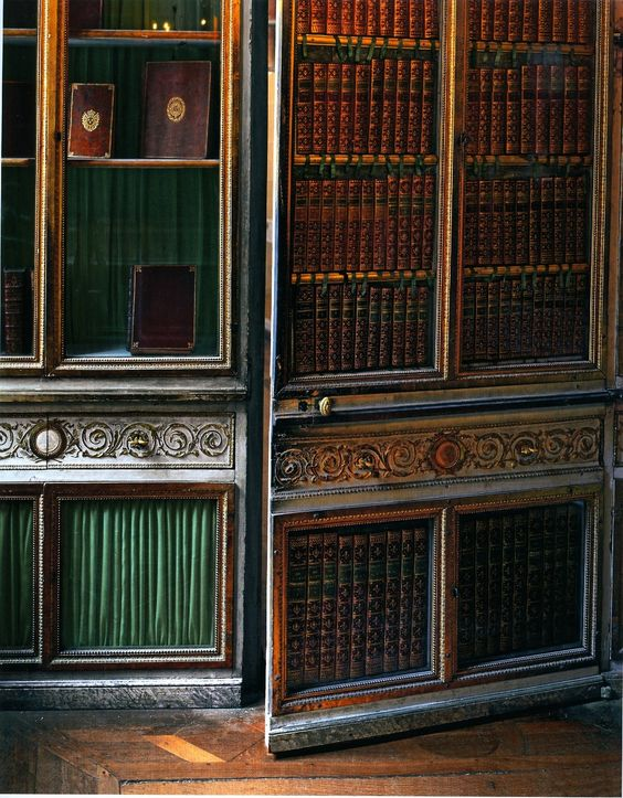 Here is another jib door in the Palace of Versailles. Secret doors like this have played many integral roles in history. Maybe this one was used to allow ... & Eye For Design: Decorating With Jib Doors.......Secret Doors Hidden ...