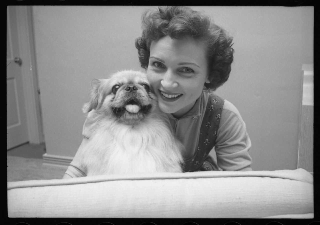 12 Rarely Seen Photos Of A Young Betty White From Her