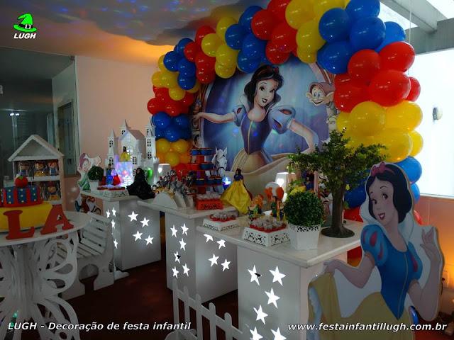 Decoração de mesa de aniversário Branca de Neve