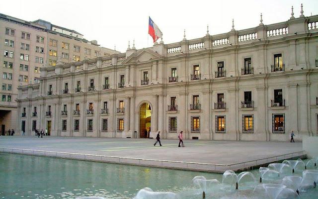 Ponto turístico: Palácio de La Moneda em Santiago no Chile