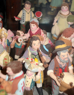 Advent; Chalkware; Christmas Decorations; Christmas Figures; Civilian Figures; Civilian Toy Figures; Composition Statuary; Folk Art; Hand-Crafted; Krip; Made In France; Made In Italy; Naïve Art; Nativity; Plaster Figurines; Plaster Statuettes; Precepi; Rural Figures; Santons; Small Scale World; smallscaleworld.blogspot.com; Statuette; Terracotta Figurines; Traditional Craft; Traditional Figures; Village Folk;