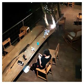 area meja makan outdoor - villa maria dago bandung