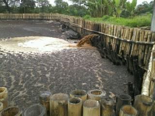 dengan menggunakan proses sawit yang meminimalisir air limbah