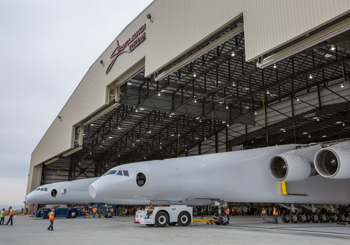 Tinuku.com Microsoft Co-Founder Paul Allen launches Stratolaunch plane