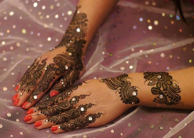 Glittered Mehndi Desings For Eid 2016