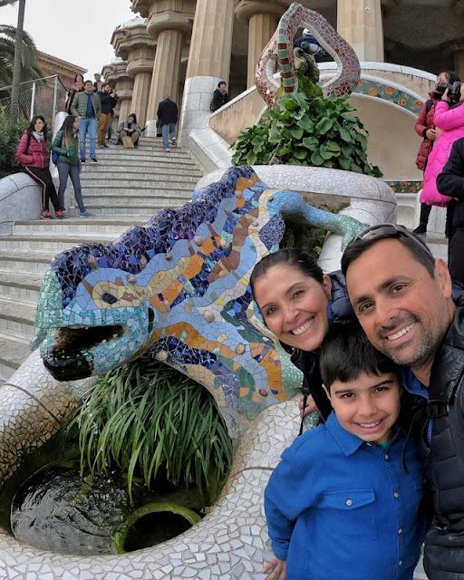o famoso lagarto de trencadís do Gaudí no Parque Güell
