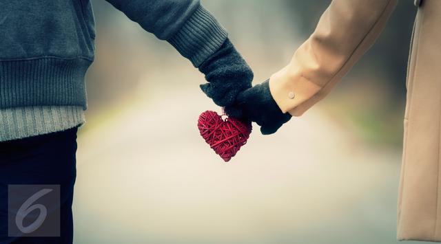 7 Tanda Tepercaya Seorang Pria Sedang Menyukai Anda