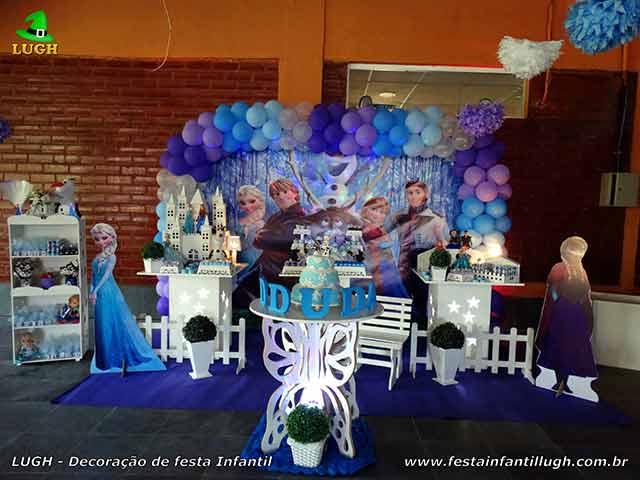 Decoração Frozen na mesa do bolo de aniversário - Provençal simples