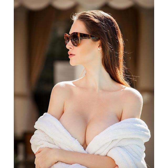 Alina Lewis nude