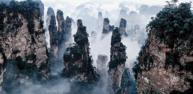 映画「アバター」のモデルになった風景。中国の武陵源
