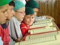 Lebih Utama Mana, Membaca Al-Qur'an Sampai Hatam atau Menghafalnya?