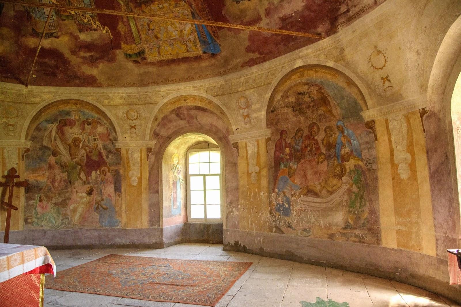 Фрески в алтарной части храма в Парском