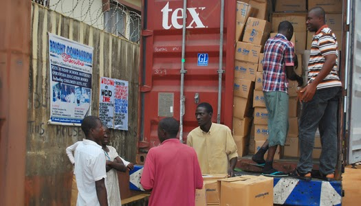 Envían cargamento de Biblias a Nigeria