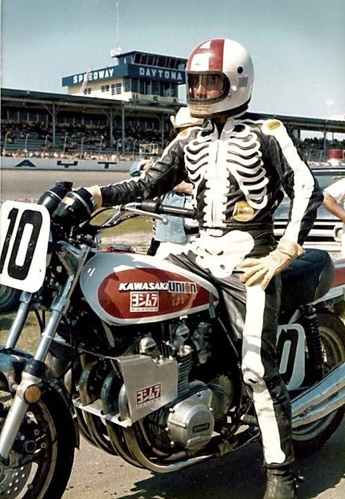 Dave Aldana rocking a set of skeleton leathers and a Yoshimura Z1.
