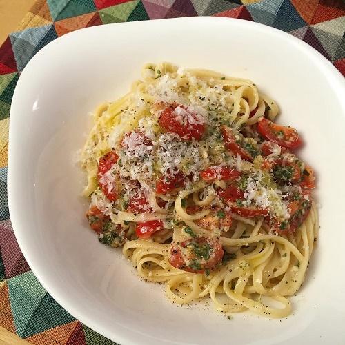 [Lieblingsrezept] Friß-mich-dumm-Nudeln ~ Pasta mit Tomaten, Basilikum und Parmesan