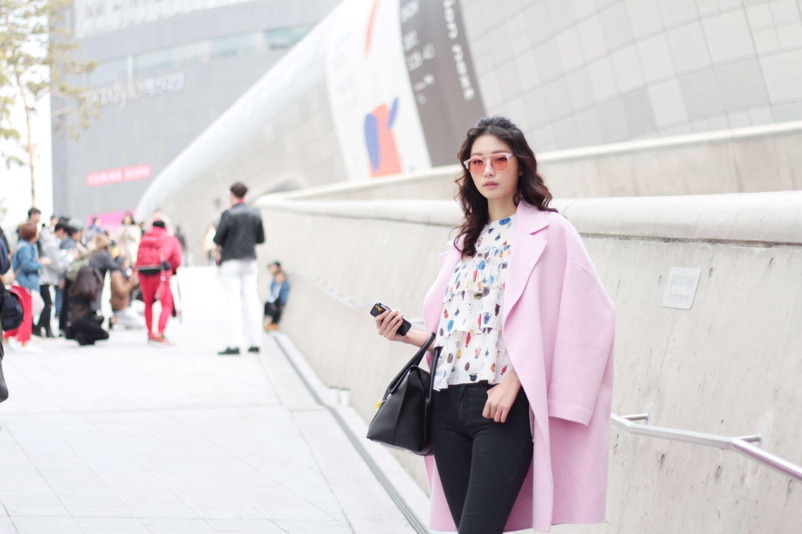 pink trending seoul fashion week