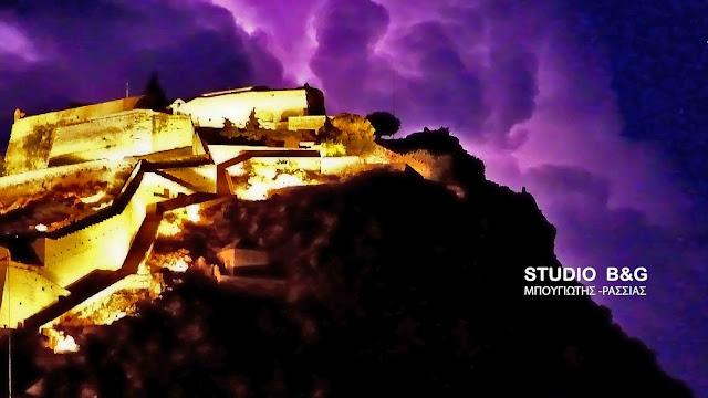Η νύχτα έγινε μέρα από τους κεραυνούς στο Ναύπλιο (εντυπωσιακές εικόνες)