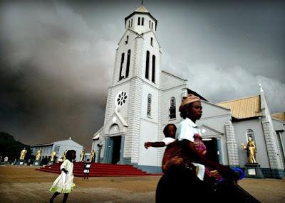 مقتل 14 مصليا بالرصاص اثناء عودتهم من كنيسة في نيجيريا