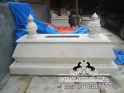 Makam Bokoran Tampak dari Samping