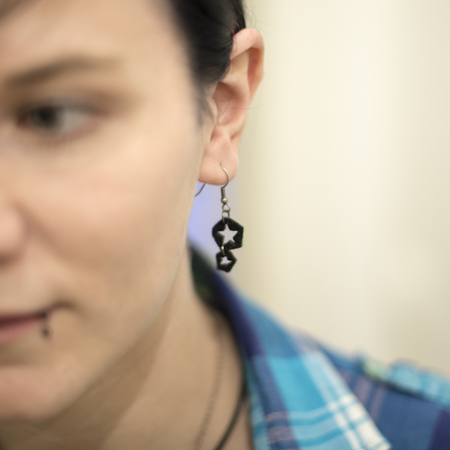 DIY accessory selfmade black cut out star earring in under 5 minutes