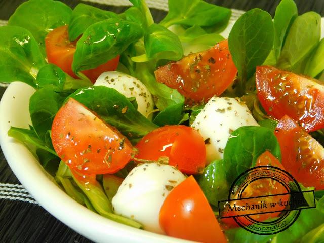Sałatka z roszponki sałatka na grilla do potraw grillowych roszponka Fithia pomidor koktajlowy bazylia oliwa z oliwek Italiano blog coolinary mechanik w kuchni Pszczyna blog kulinarny z Pszczyny majówka