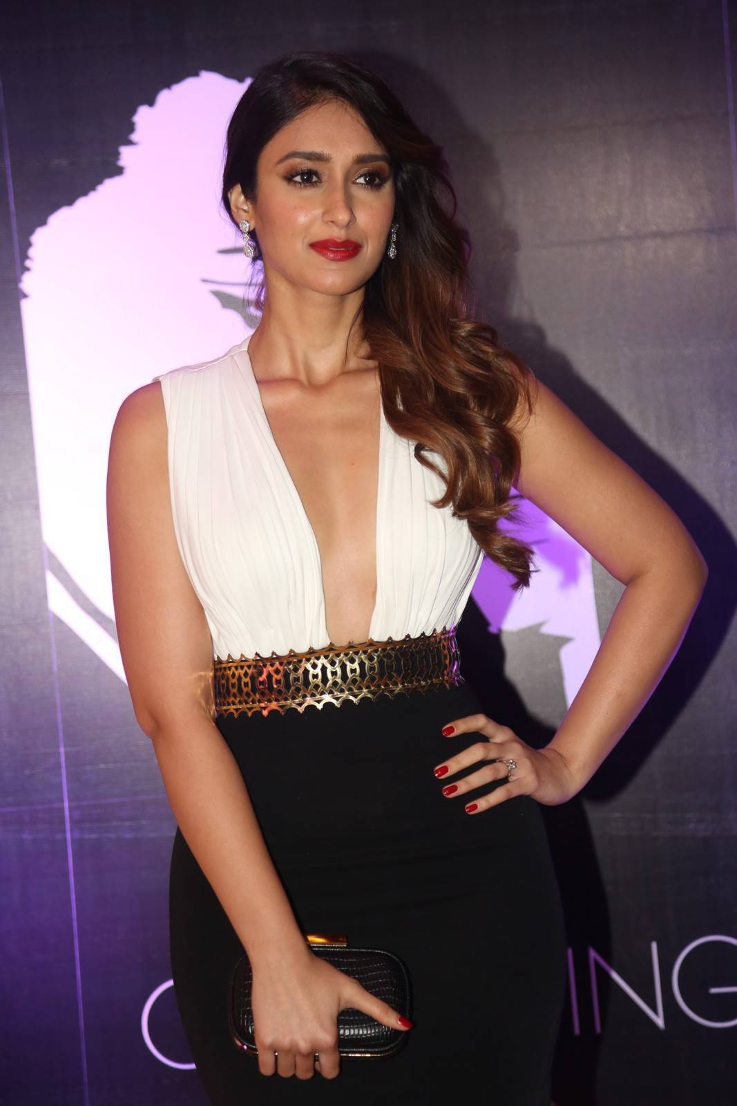 Glamorous Actress Ileana Hot In White Dress