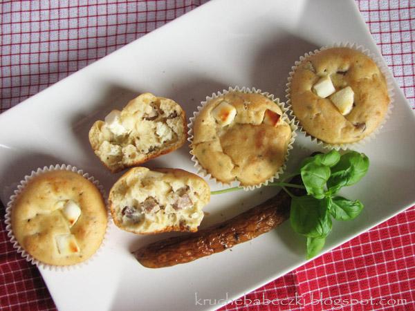 Babeczki z kabanosem i serem feta :)