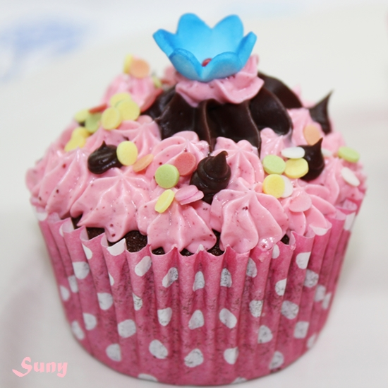 CUPCAKES DE CHOCOLATE CON BUTTERCREAM DE FRESA