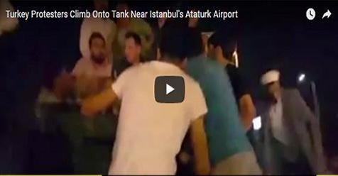 Video Rakyat Turki Yang Menghadang Tank Kudeta Ini Benar-Benar Bikin Merinding