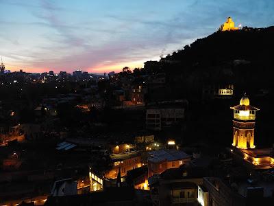 Twierdza Narikala wschód słońca