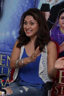 Bollywood Actress Manjari Phadnis Stills in Ripped Jeans at Film Jeena Isi Ka Naam Hai Interview  0006.jpg