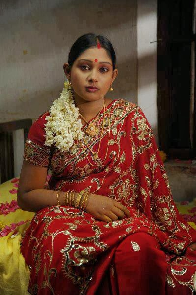 Desi Cute Girl Wallpaper 31 Indian Housewife S And Girls In Saree Pictures Gallery