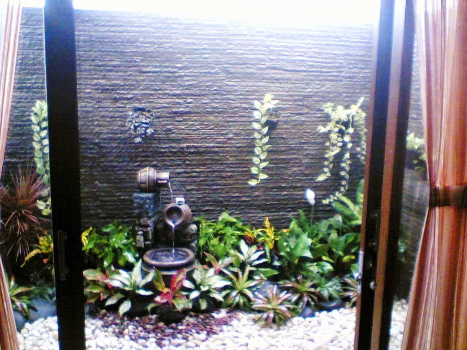 Contoh Taman Sempit Minimalis Belakang Rumah
