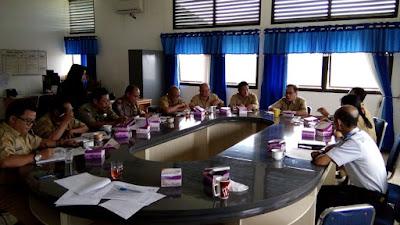 Pemkab Sekadau saat Rapat di Ruang Rapat Asisten II, Membahas Persiapan Penyambutan Turis Asing.