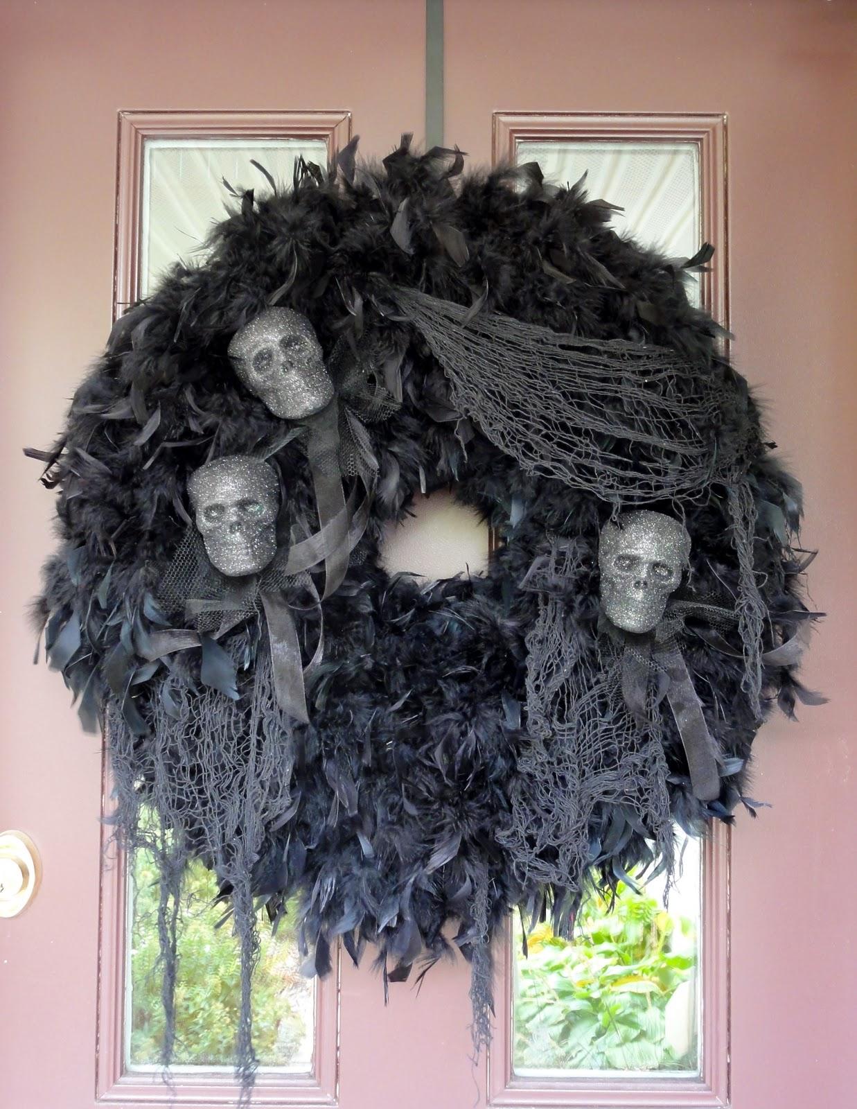 birshykat spooky halloween wreath love. Black Bedroom Furniture Sets. Home Design Ideas