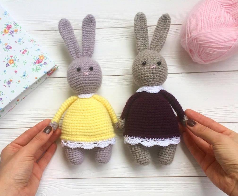 Amigurumi bunnies in dress