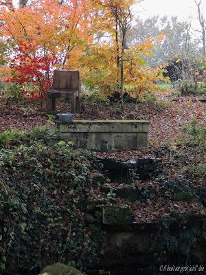 décoration jardin fontaine cascade auge et pierres