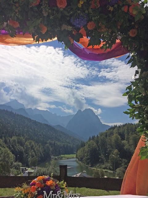 Trauung auf der Bergwiese mit Waxensteinkulisse Herbst-Hochzeit in den Bergen, Lila, Orange, Riessersee Hotel Garmisch-Partenkirchen, Bayern, Autumn wedding in Bavaria, Lilac and Orange