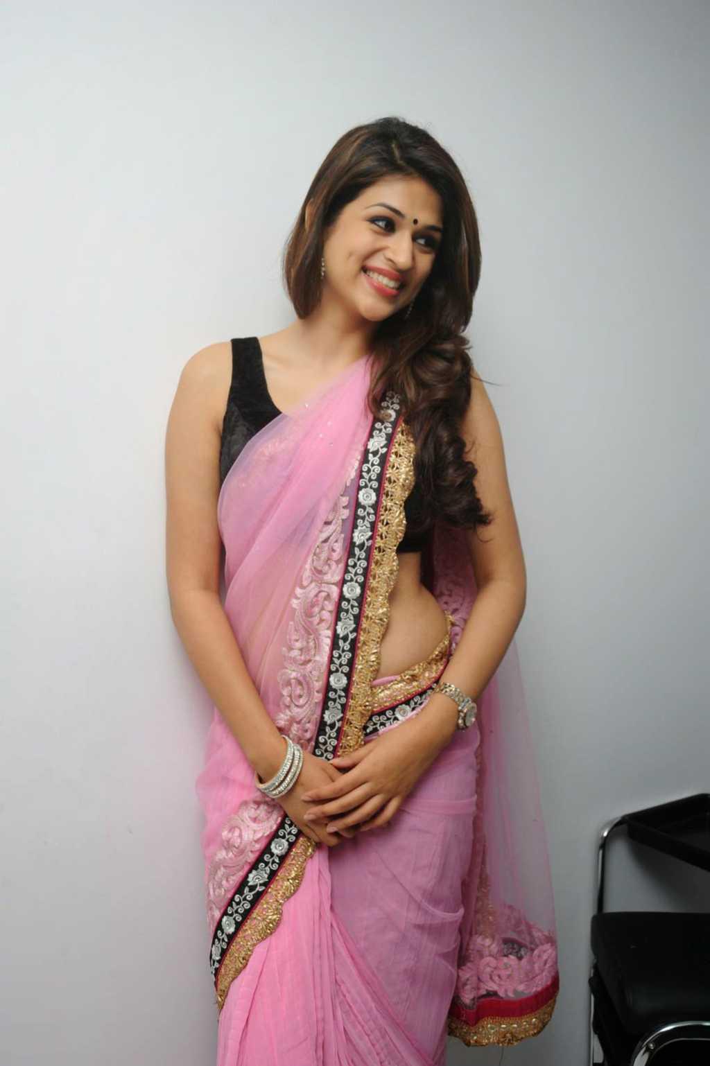 Beautiful Tamil Girl Shraddha Das In Sleeveless Transparent Pink Saree