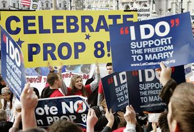 A Proposição B, na Califórnia, estabelece que o casamento é só entre homem e mulher