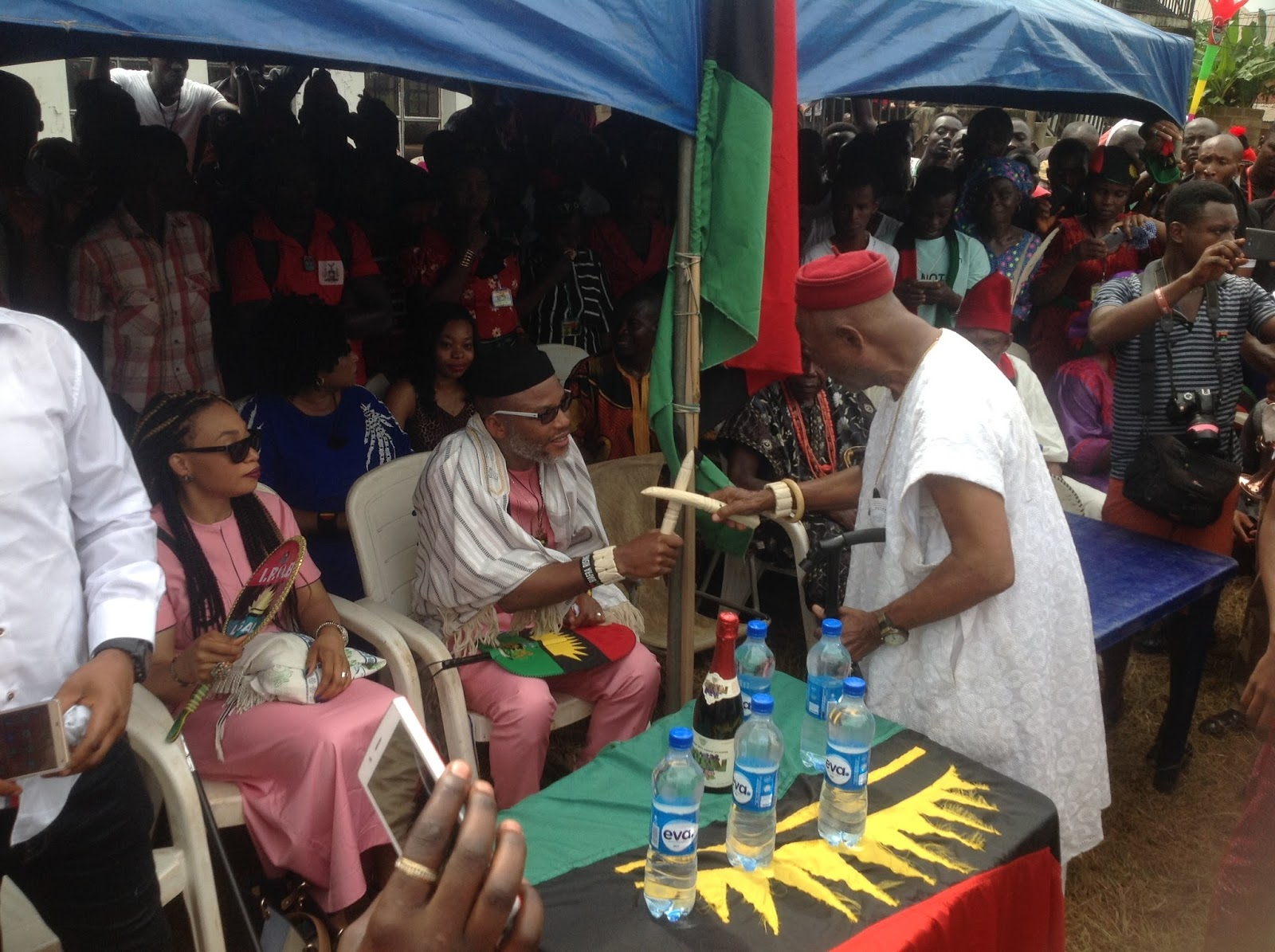 Nnamdi kanu insults tradition sits to greet adama nri numero une that but for one thing nnamdi kanu would have attracted the wrath of kingmakers in nri kingdom as he sat while exchanging greetings with adama nri m4hsunfo