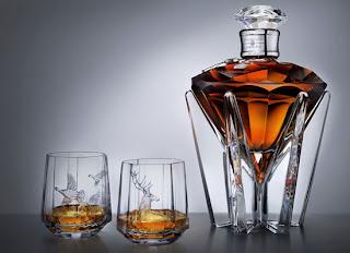 Diseño de botella y vasos para vino
