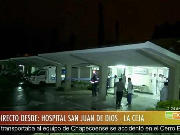 Zagueiro Neto é acaba de ser resgatado com vida de avião da Chapecoense